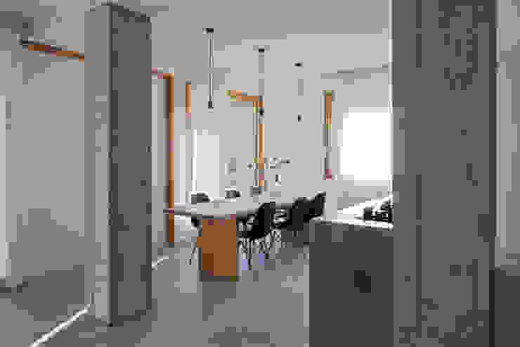 Modern wine cellar by MIDE architetti Modern