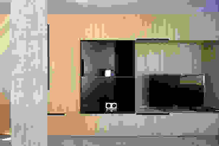 Гостиная в стиле модерн от MIDE architetti Модерн