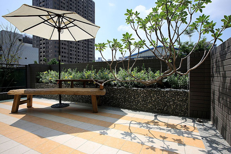 大桓設計顧問有限公司 Modern balcony, veranda & terrace