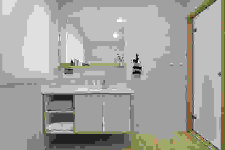 浴室空間 現代浴室設計點子、靈感&圖片 根據 森畊空間設計 現代風 磁磚