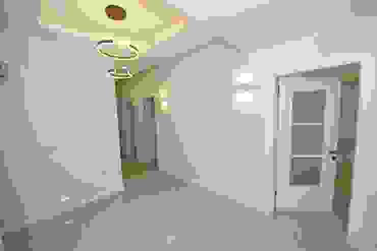Modern Corridor, Hallway and Staircase by Orby İnşaat Mimarlık Modern Concrete