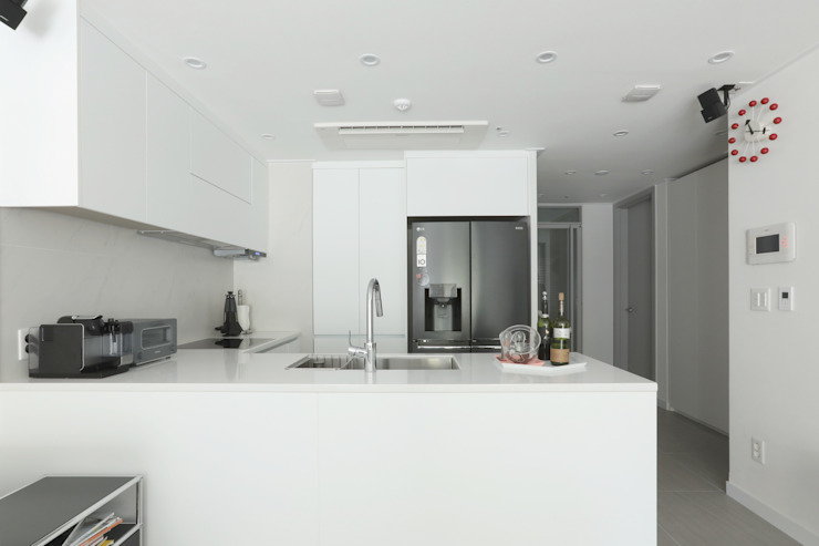 Modern Kitchen by 카멜레온디자인 Modern