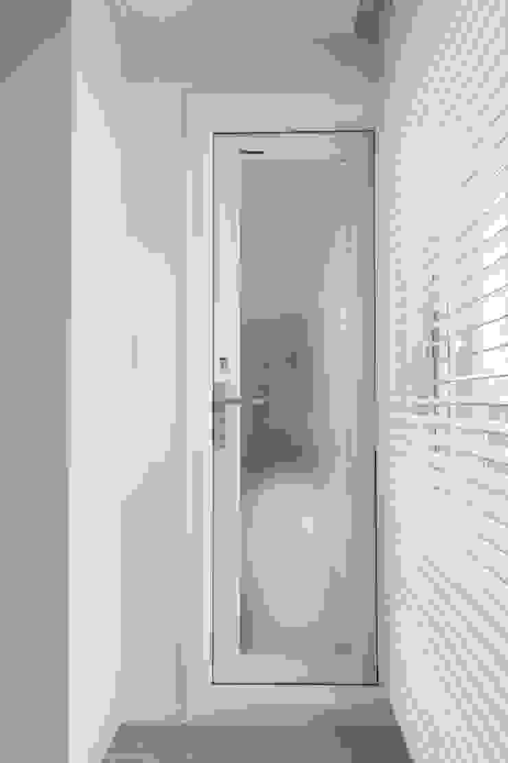 도화 현대 29평 아파트 인테리어 모던스타일 발코니, 베란다 & 테라스 by 카멜레온디자인 모던