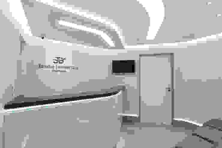 Minimalist clinics by Okla Arquitetura Minimalist MDF
