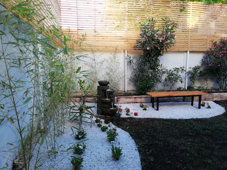 DESPUÉS- BAMBÚES EN PRIMER PLANO. FUENTE - ILUMINACIÓN Jardines de estilo minimalista de HZ ARQUITECTOS SANTIAGO DISEÑO COCINAS JARDINES PAISAJISMO REMODELACIONES OBRA Minimalista