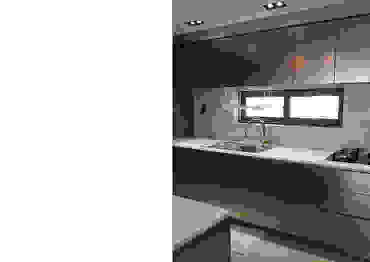 Cocinas de estilo moderno de Design Partner Blue box Moderno Plata/Oro