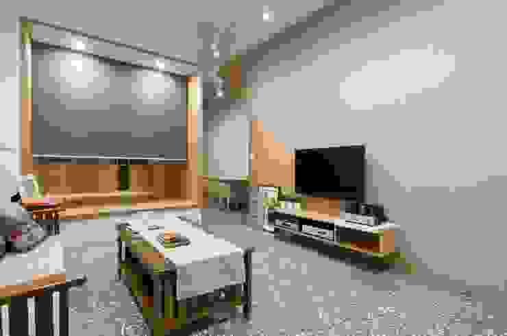 捲簾閉合時獨立隱密,劃分空間也銜接內外。裝潢修飾、風水考量都常用。  : 極簡主義  by MSBT 幔室布緹, 簡約風