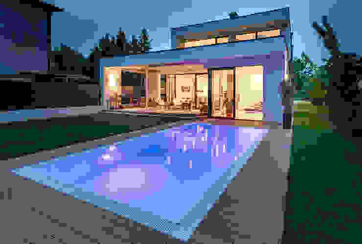 Pool und Garten und modernes Haus von AL ARCHITEKT - in Wien Modern