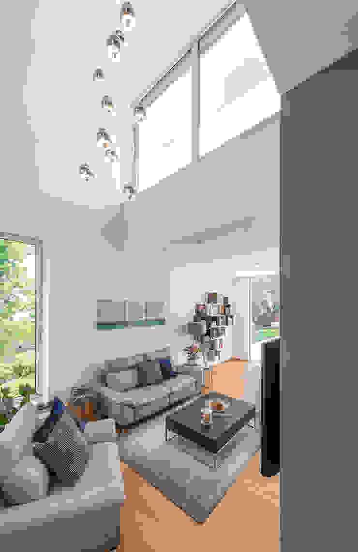 Luftraum und Wohnzimmer modern Moderne Wohnzimmer von AL ARCHITEKT - in Wien Modern