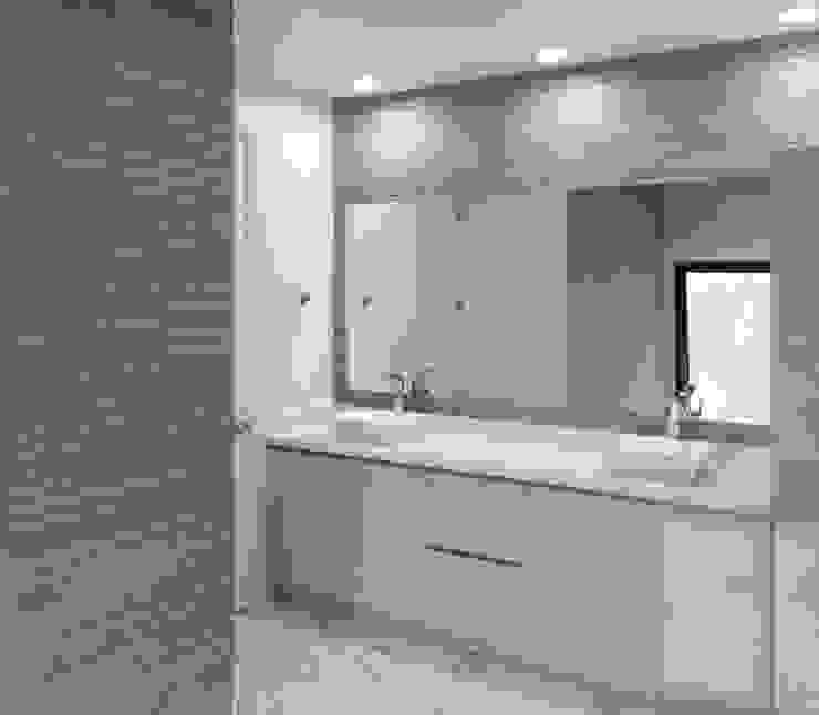 現代浴室設計點子、靈感&圖片 根據 Milestone 現代風