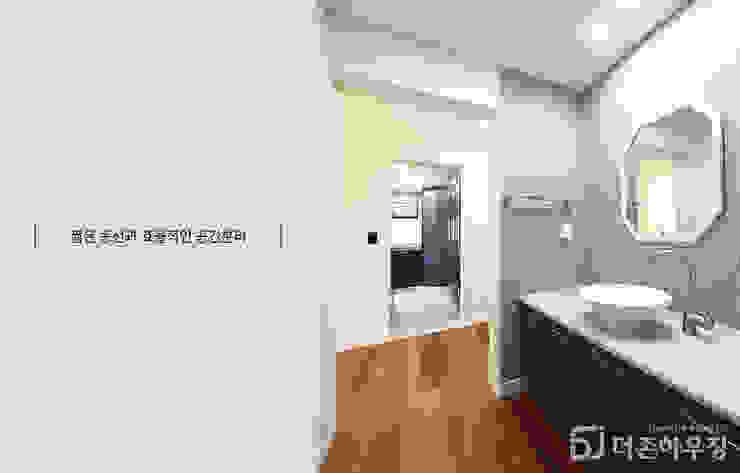 주택내부 1층 모던스타일 거실 by 더존하우징 모던
