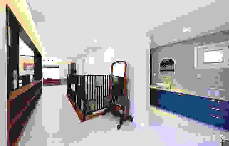 주택내부 2층 모던스타일 거실 by 더존하우징 모던