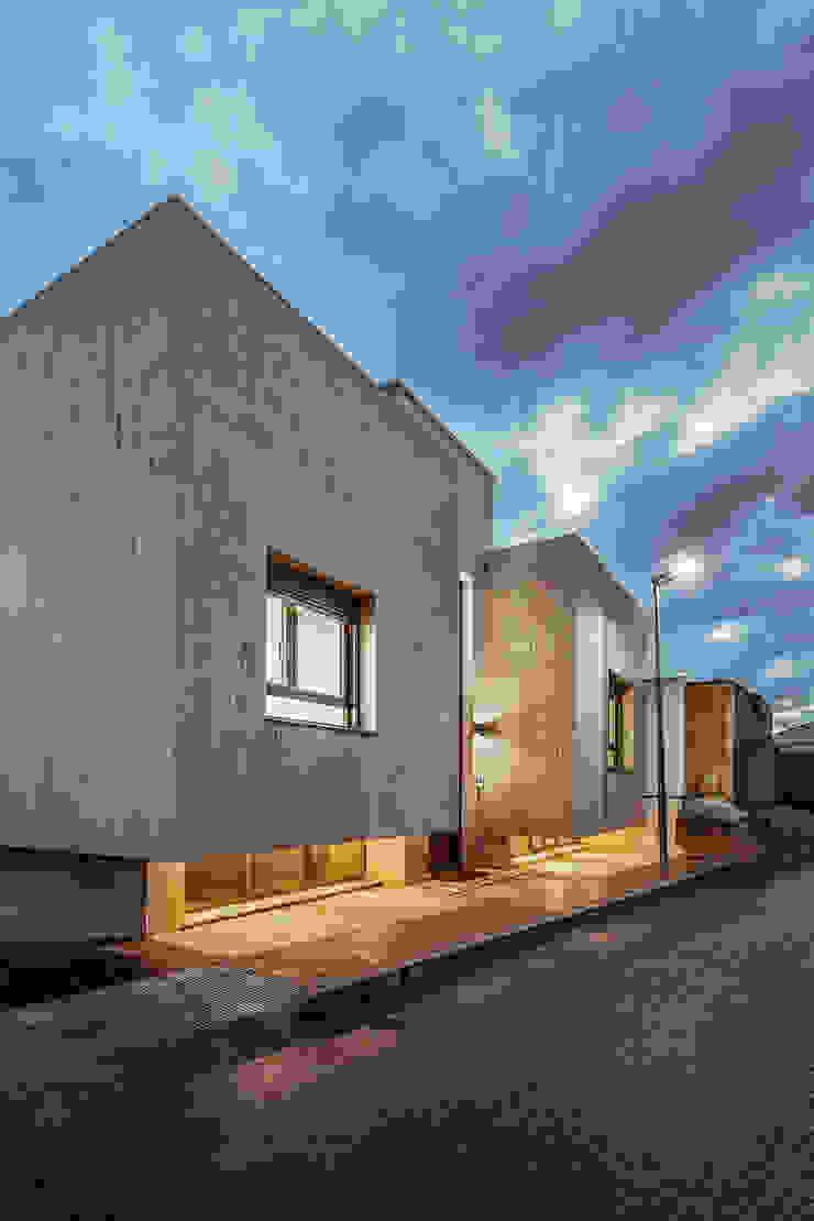OOIIO Arquitectura Rumah Modern Batu Beige