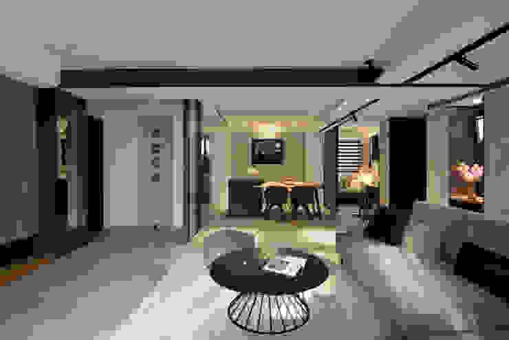 Salon moderne par 星葉室內裝修有限公司 Moderne