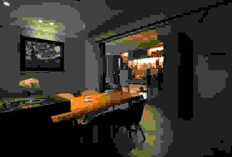 Salle à manger moderne par 星葉室內裝修有限公司 Moderne