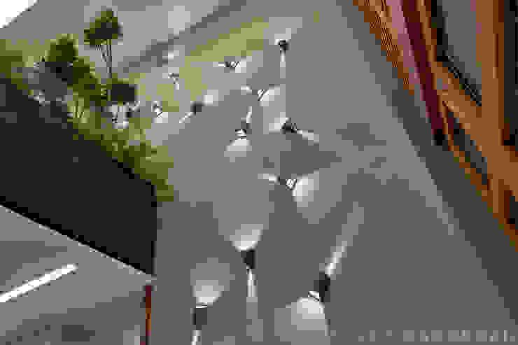 Villas Del Bosque Paredes y pisos de estilo moderno de Sulkin Askenazi Moderno