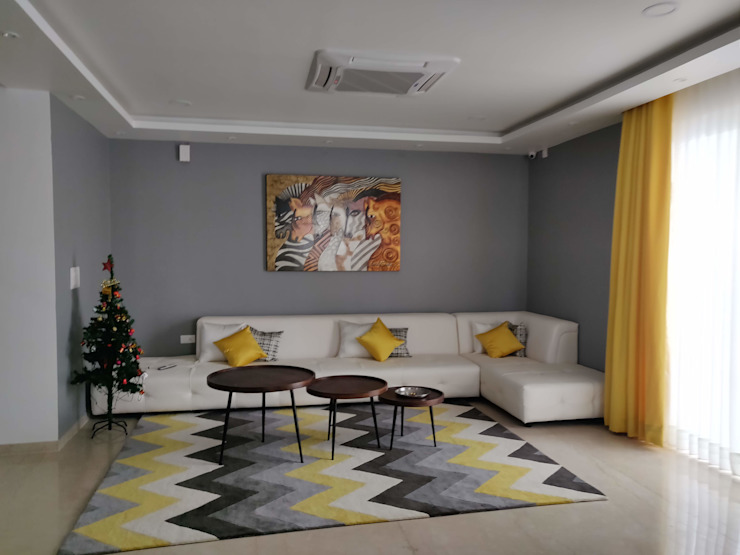 Living Room:  Living room by Enrich Interiors & Decors,