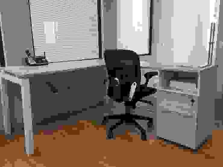 Módulo de Trabajo con Escritorio, Archivero y Silla Recepción Estudios y despachos modernos de GREAT+MINI Moderno Compuestos de madera y plástico