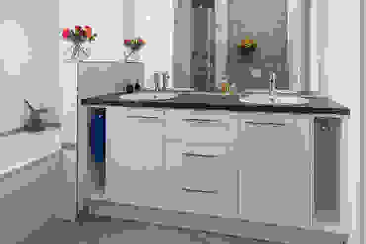 ASADA Schiebetüren und Möbel nach Maß - Ulrich Schablowsky BathroomStorage