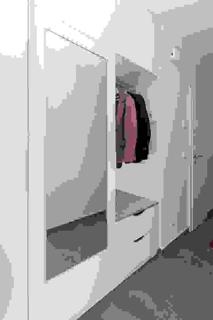ASADA Schiebetüren und Möbel nach Maß - Ulrich Schablowsky Corridor, hallway & stairs Clothes hooks & stands