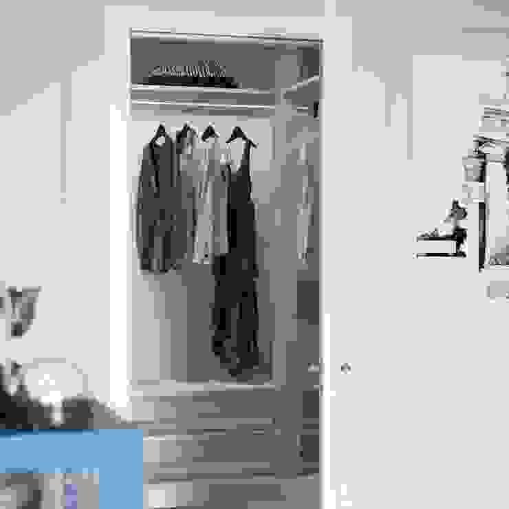 Dressing room by Студия дизайна и ремонта КВАДРАТ, Classic