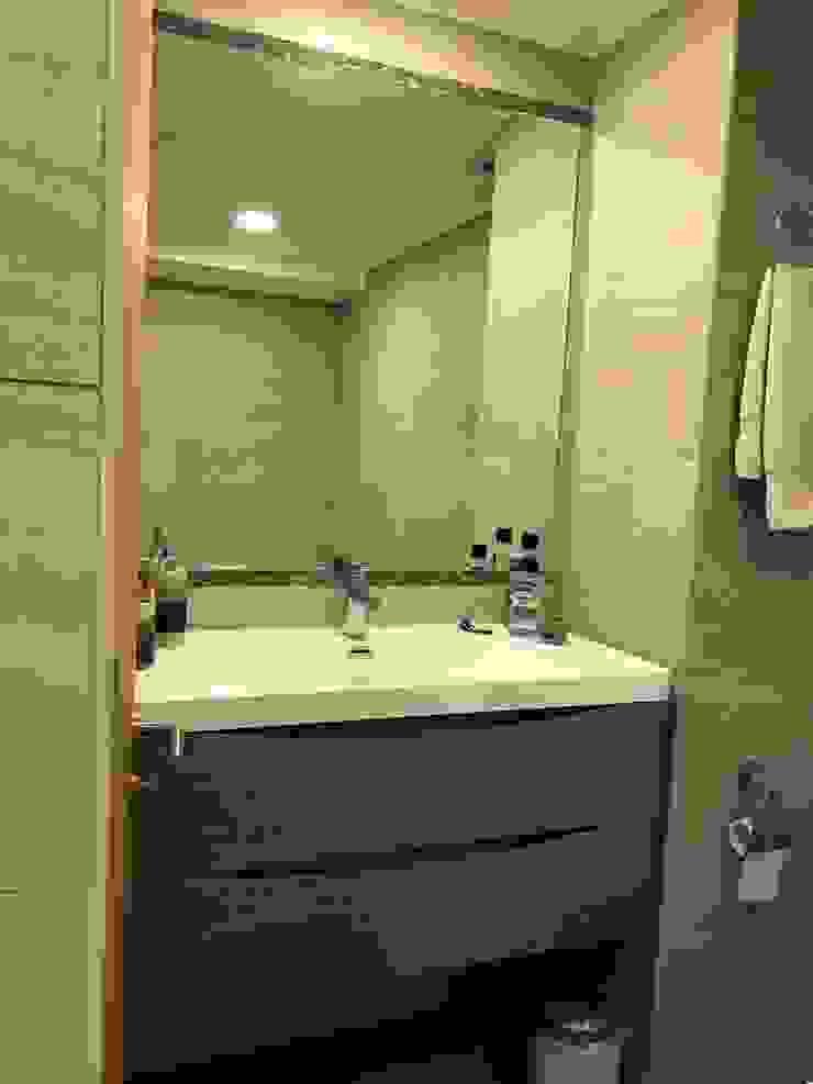 Baño Baños de estilo moderno de Arqsol Moderno