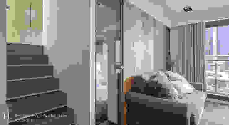 沙發牆後是一間臥室 根據 SECONDstudio 現代風