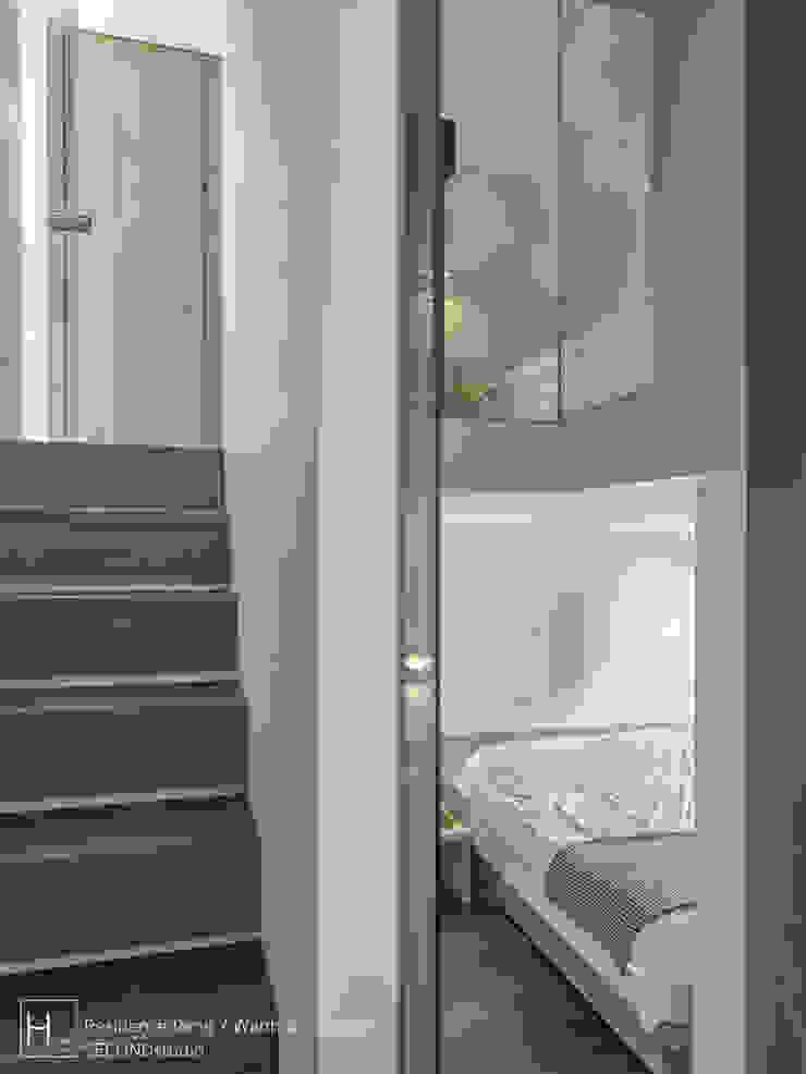 此圖可窺見樓上與樓下臥房的規劃,階梯下方為下層臥室的書桌空間 根據 SECONDstudio 現代風