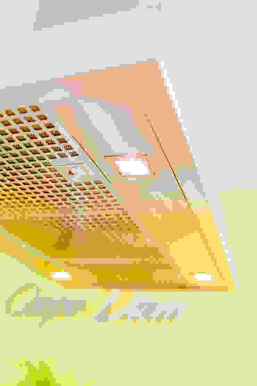 T-raumKONZEPT - Interior Design im Raum Nürnberg Built-in kitchens Iron/Steel Metallic/Silver