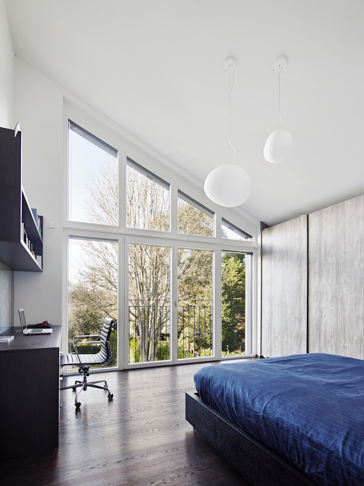 Modern Three Storey Townhouse Bennett Baufritz (UK) Ltd. Modern style bedroom Wood White