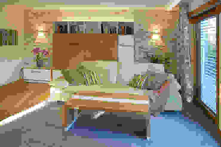Wohnzimmer im Landhausstil:  Wohnzimmer von T-raumKONZEPT - Interior Design im Raum Nürnberg,