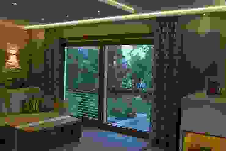 Punktuell abgehängte Decke:  Wohnzimmer von T-raumKONZEPT - Interior Design im Raum Nürnberg,