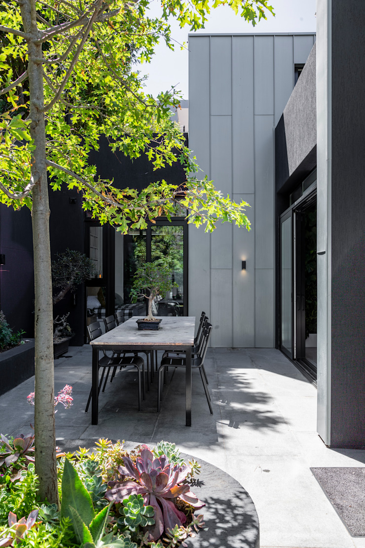 SM 37 Minimalist style garden by GSQUARED architects Minimalist