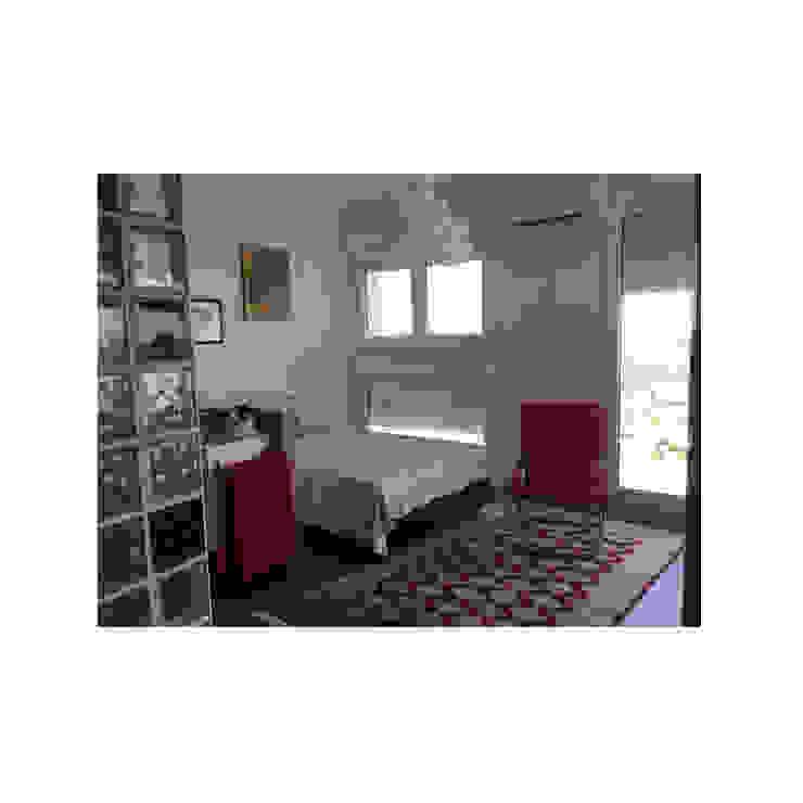 Dormitorio pequeño blanco: Dormitorios pequeños de estilo  de Arte y Vida Arquitectura, Rústico