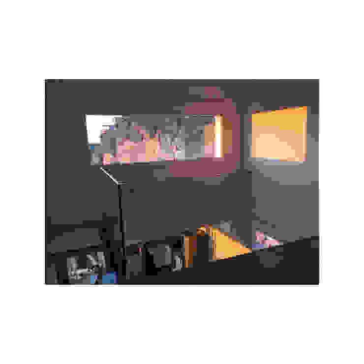 Vista interna de la vivienda rústica para vacacionar: Pasillos y vestíbulos de estilo  de Arte y Vida Arquitectura, Rústico