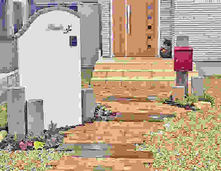 枕木とレンガのナチュラルなエクステリア の 匠ガーデン 地中海 レンガ