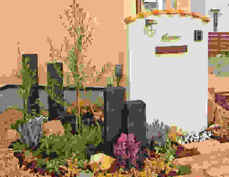 アンティーク調レンガのアプローチの南欧風エクステリア の 匠ガーデン 地中海 レンガ
