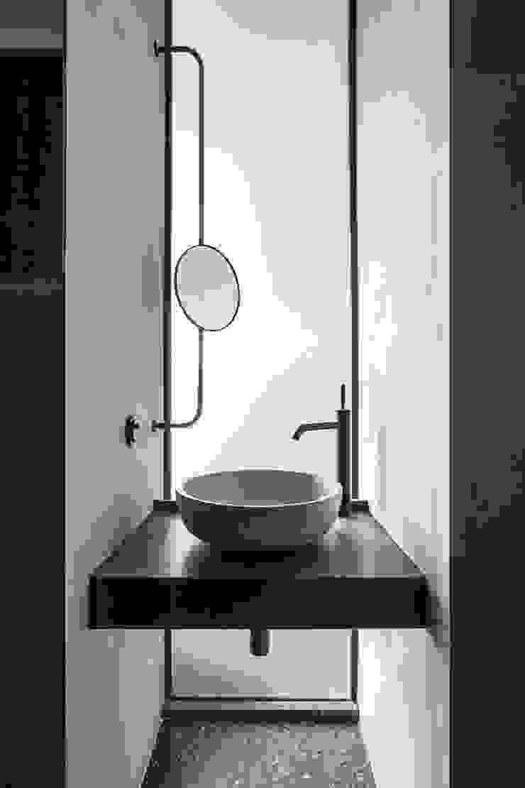 Studio Laas Minimalist bathroom Concrete