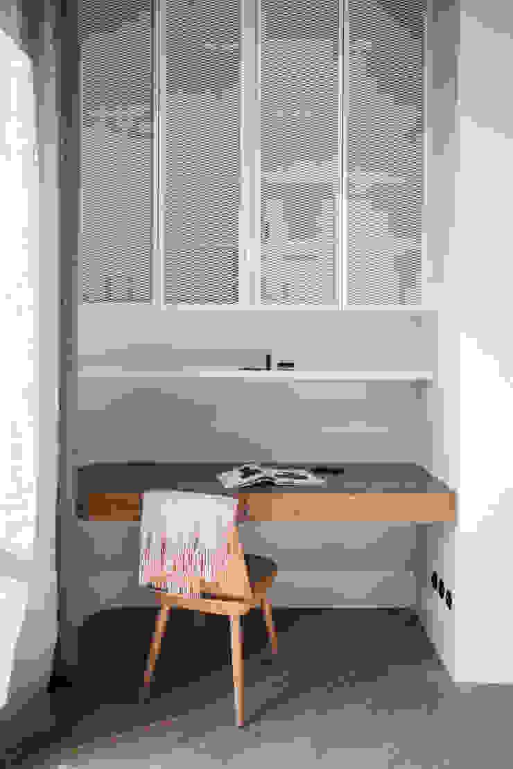 Studio Laas Minimalist nursery/kids room