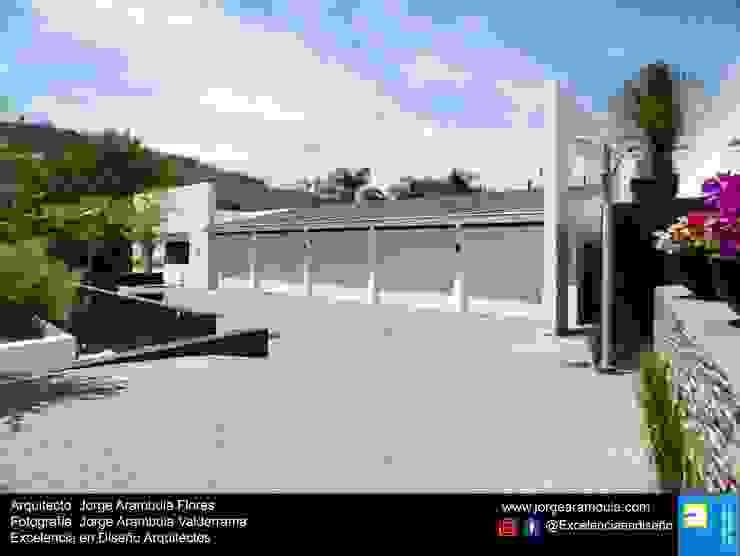 Minimalist garage/shed by Excelencia en Diseño Minimalist