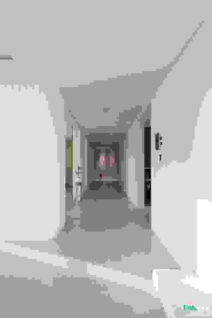 대구인테리어 디자인투플라이의 60평대 아파트 인테리어 모던스타일 복도, 현관 & 계단 by 디자인투플라이 모던