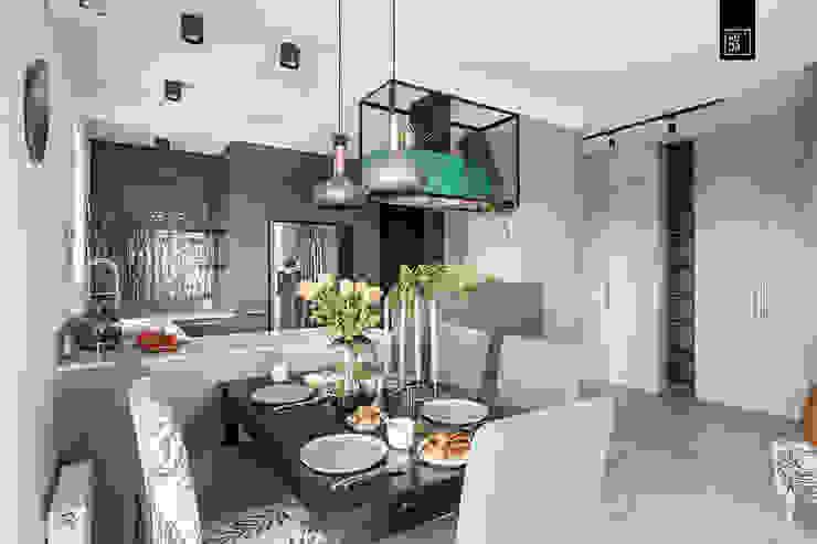 Minimalist dining room by KODO projekty i realizacje wnętrz Minimalist