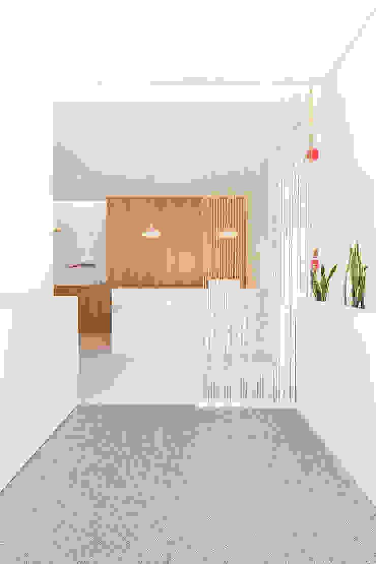 Qiarq . arquitectura+design Minimalist clinics Stone White