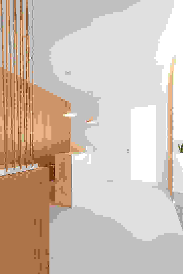 Qiarq . arquitectura+design Minimalist clinics Grey