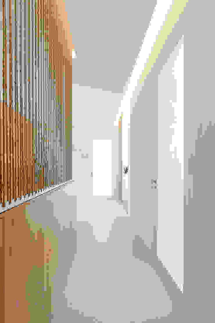 Qiarq . arquitectura+design Minimalist clinics Brown