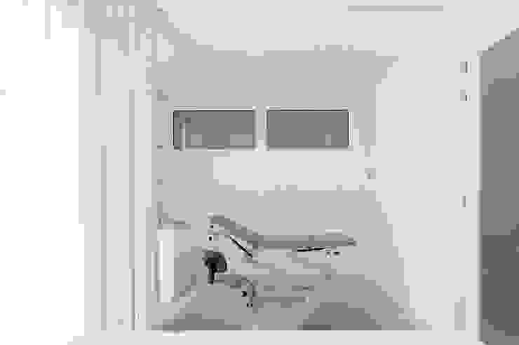 Qiarq . arquitectura+design Minimalist clinics White