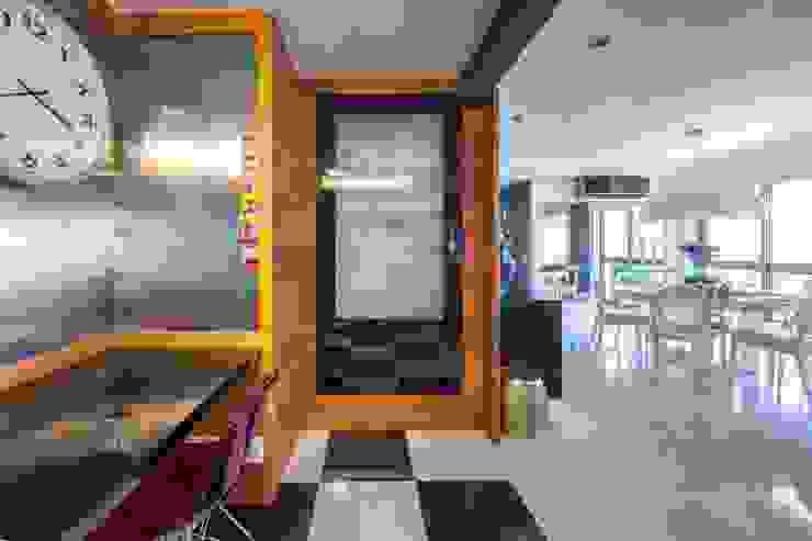 Possibilidade de integração direta com a sala de jantar por BG arquitetura   Projetos Comerciais Moderno