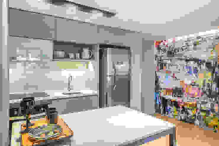 Balcão 100% integrado com a sala por BG arquitetura   Projetos Comerciais Moderno