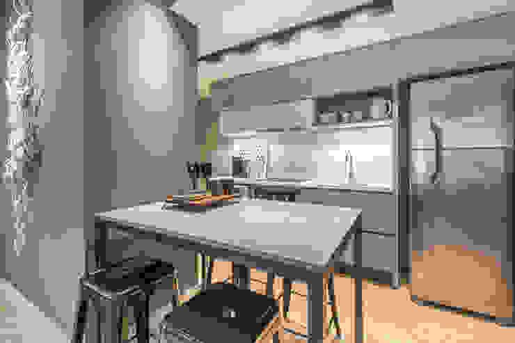 Linguagem também industrial no mobiliário escolhido Cozinhas modernas por BG arquitetura   Projetos Comerciais Moderno