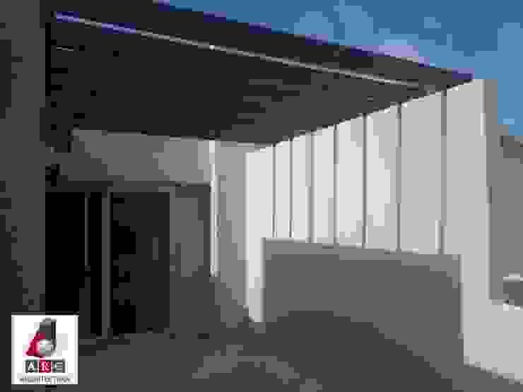 Pergolado en terraza ARC ARQUITECTURA Balcones y terrazas minimalistas Madera Blanco